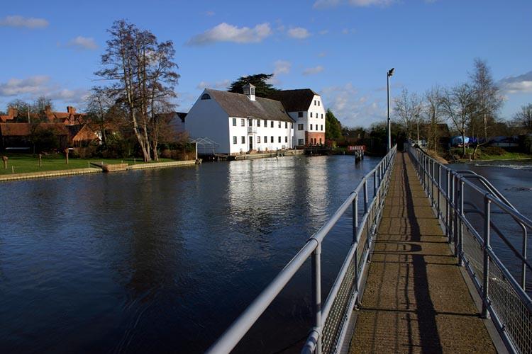 living and teaching in buckinghamshire uk